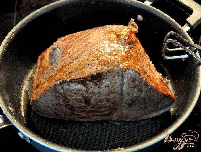 Фото приготовление рецепта: Ростбиф с хреновым соусом шаг №2