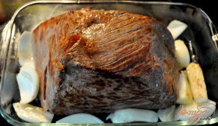 Фото приготовление рецепта: Ростбиф с хреновым соусом шаг №3