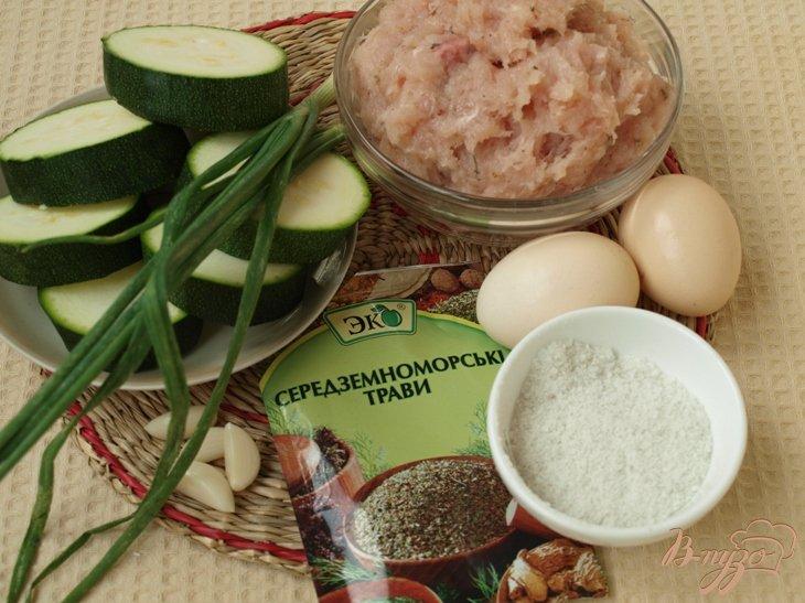 Фото приготовление рецепта: Кабачковые медальоны с куриным фаршем шаг №1