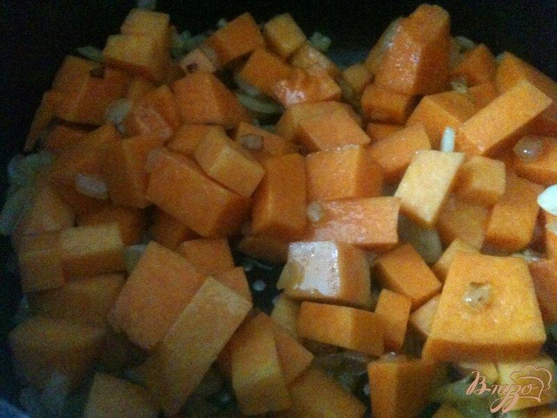 Фото приготовление рецепта: Суп-пюре из красной чечевицы  с тыквой шаг №2