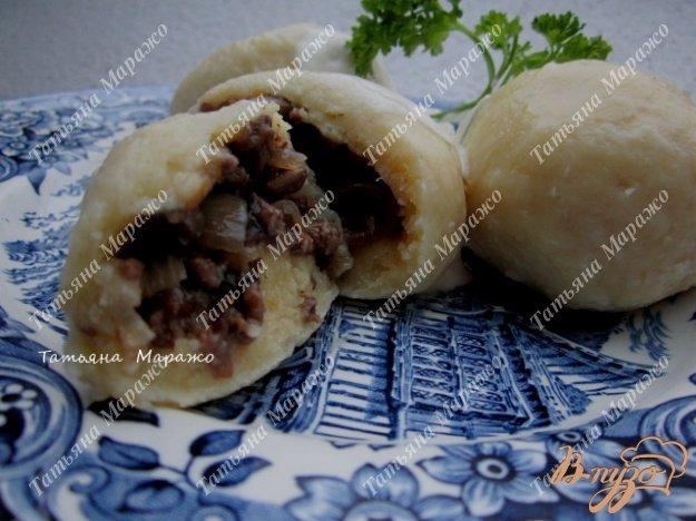 Фото приготовление рецепта: Картофельно-творожные  галушки с грибами шаг №9