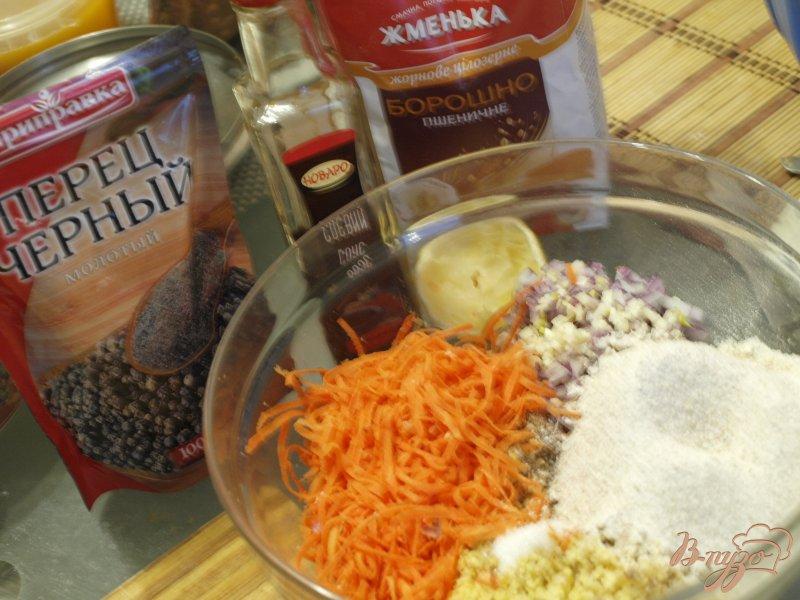 Фото приготовление рецепта: Морковно-нутовые котлеты с цельнозерновой мукой шаг №3