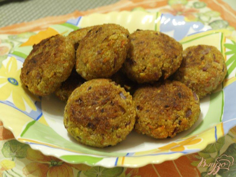 Фото приготовление рецепта: Морковно-нутовые котлеты с цельнозерновой мукой шаг №5