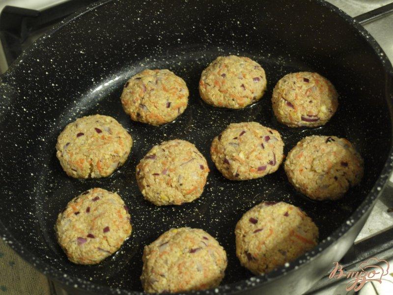 Фото приготовление рецепта: Морковно-нутовые котлеты с цельнозерновой мукой шаг №4