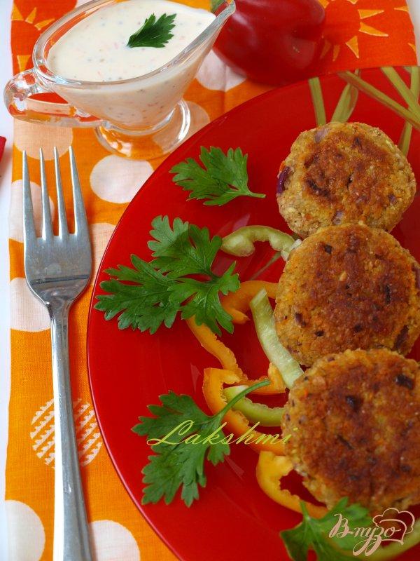 Фото приготовление рецепта: Морковно-нутовые котлеты с цельнозерновой мукой шаг №6