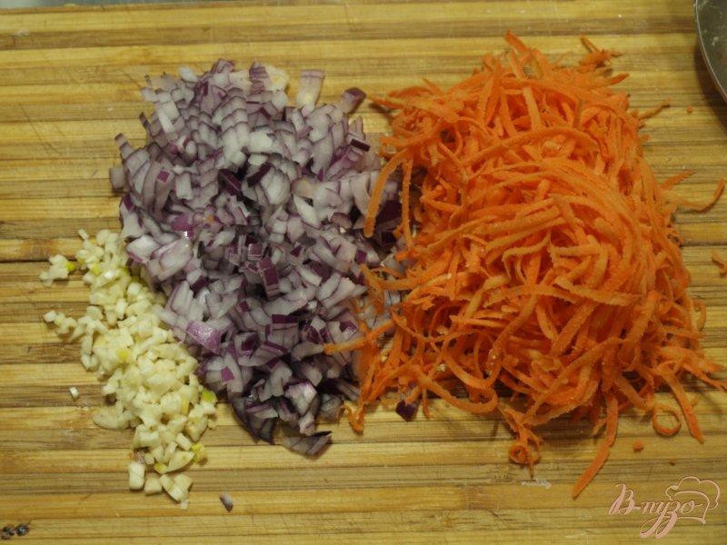 Фото приготовление рецепта: Морковно-нутовые котлеты с цельнозерновой мукой шаг №2