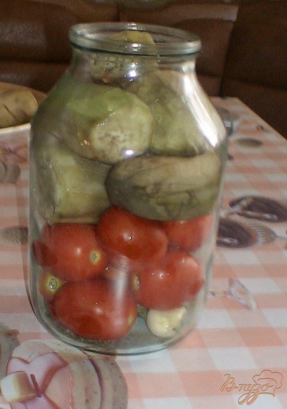 Фото приготовление рецепта: Помидоры с баклажанами консервированные шаг №6