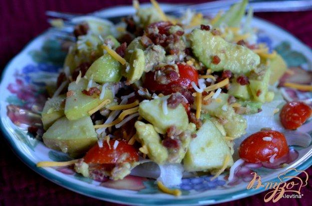 Рецепт Салат с яблоками и авокадо