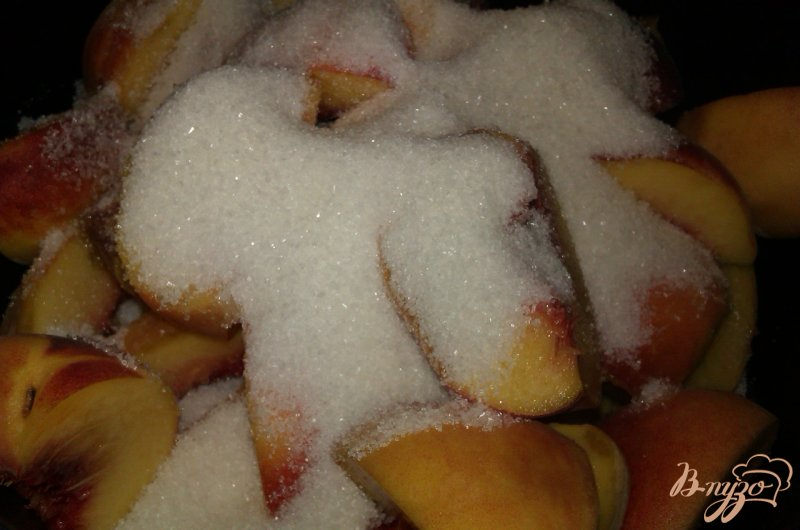 Фото приготовление рецепта: Персиковое варенье с миндалем шаг №3