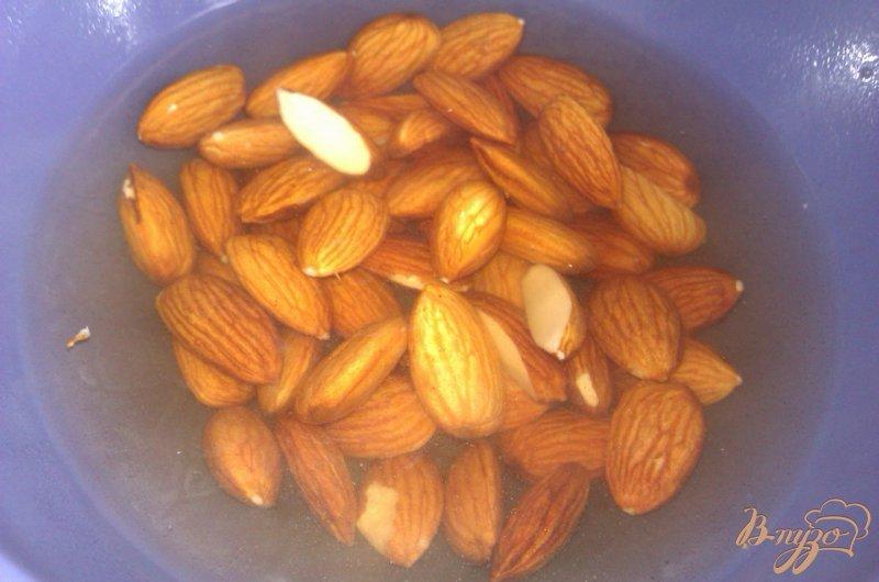 Фото приготовление рецепта: Персиковое варенье с миндалем шаг №1