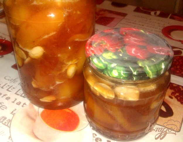 фото рецепта: Персиковое варенье с миндалем