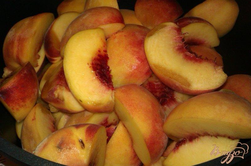 Фото приготовление рецепта: Персиковое варенье с миндалем шаг №2