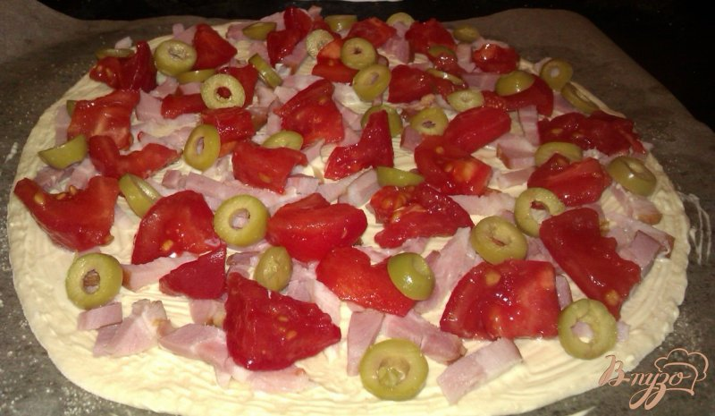 Фото приготовление рецепта: Пицца с копченой грудинкой шаг №5