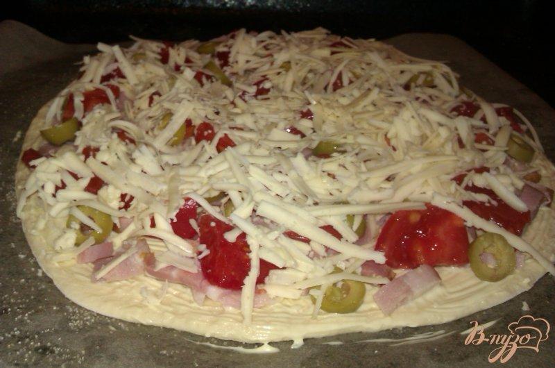 Фото приготовление рецепта: Пицца с копченой грудинкой шаг №6