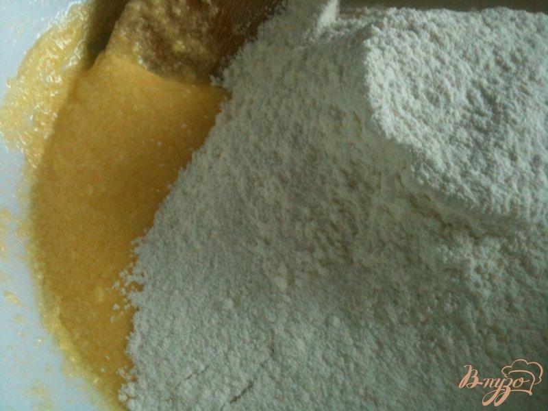 Фото приготовление рецепта: Кекс с клюквой и штрейзелем шаг №3