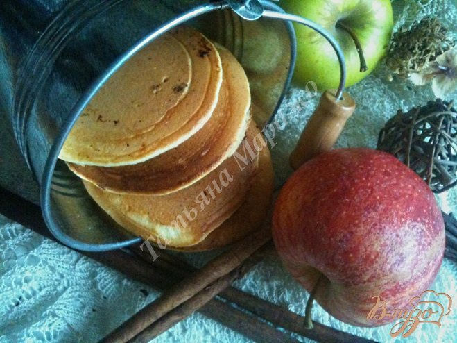 Фото приготовление рецепта: Оладьи с яблоком шаг №8