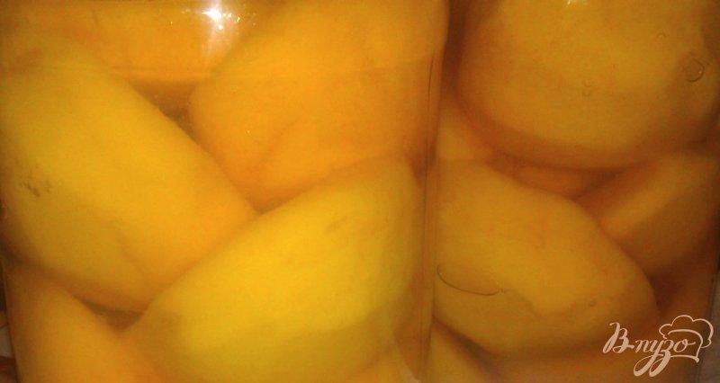 Фото приготовление рецепта: Конвервированные персики в легком сиропе шаг №4