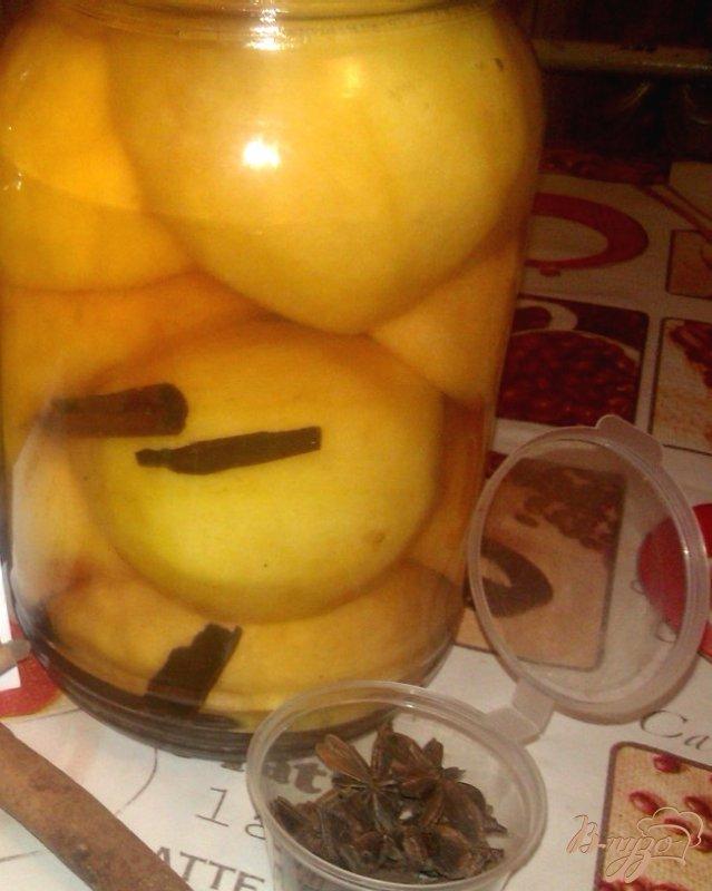 Фото приготовление рецепта: Пряные консервированные персики шаг №7