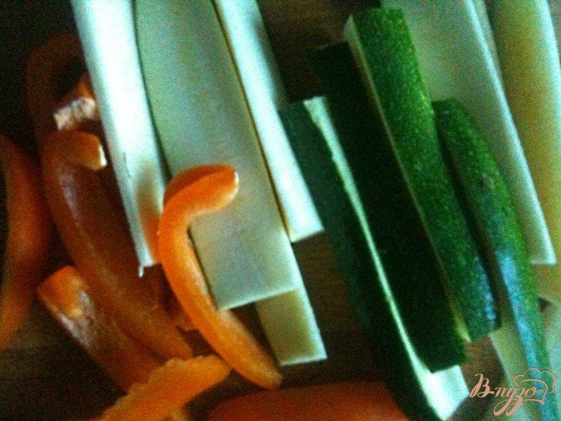 Фото приготовление рецепта: Куриные грудки с овощами шаг №3