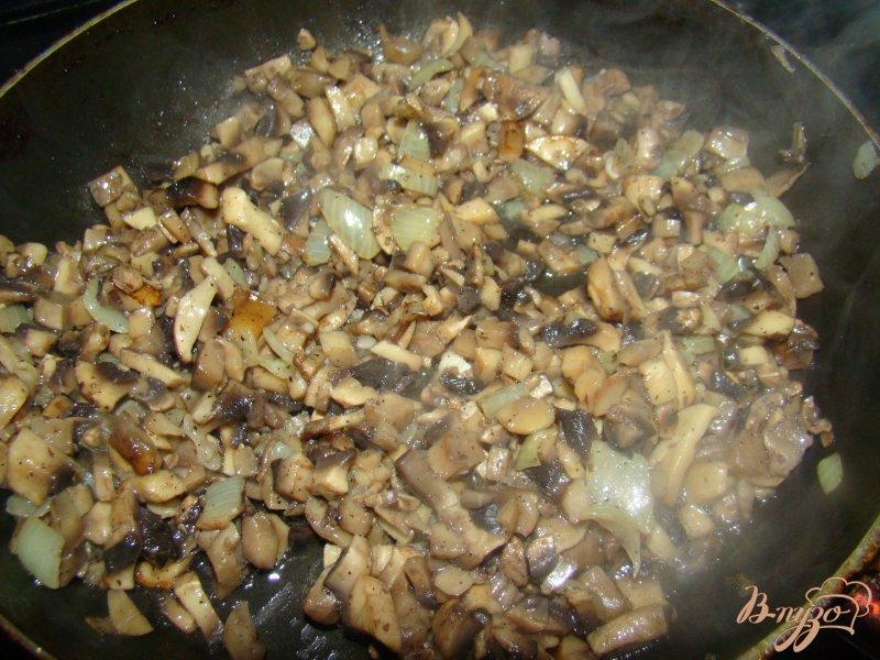 Фото приготовление рецепта: Котлетки под грибной шубкой шаг №4
