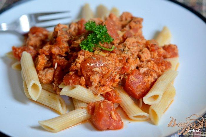 Фото приготовление рецепта: Тунец с помидорами шаг №3
