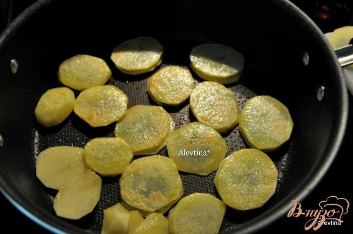 Фото приготовление рецепта: Жареный картофель с  петрушкой шаг №4