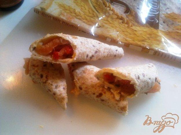 Рецепт Рулетики из тортильи с слабосоленым лососем
