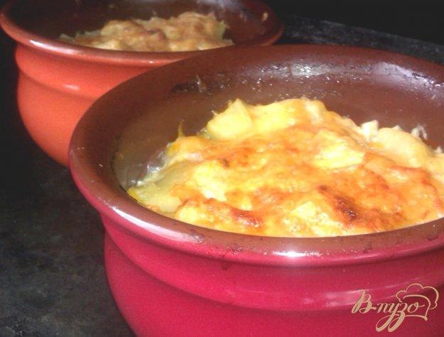 фото рецепта: Картофель с тушенкой в горшочках