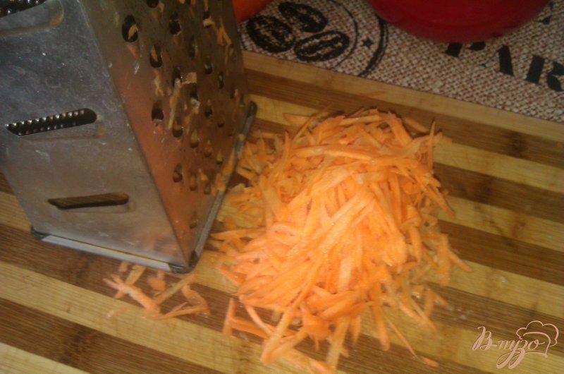 Фото приготовление рецепта: Картофель с тушенкой в горшочках шаг №3
