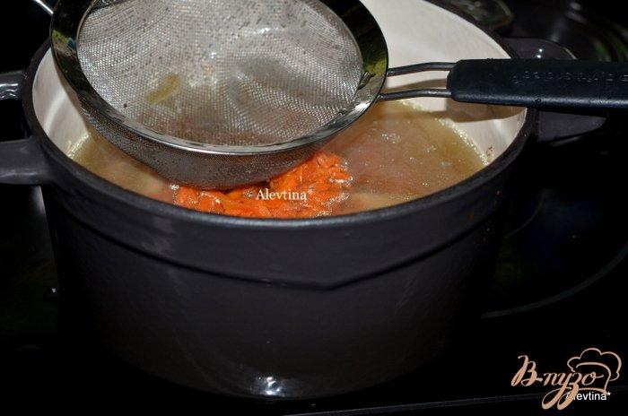 Фото приготовление рецепта: Куриный суп  с звездочками шаг №4