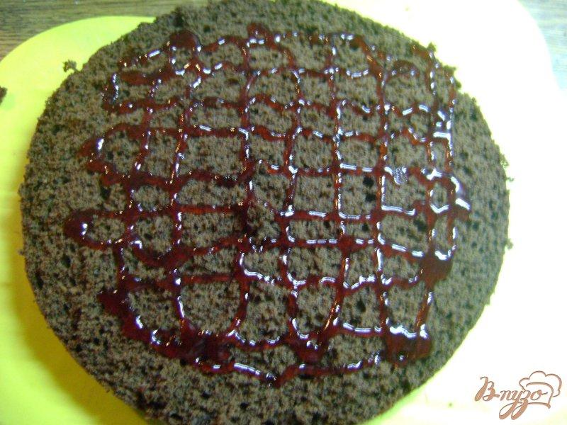 Фото приготовление рецепта: Бисквитно - желейный торт шаг №5
