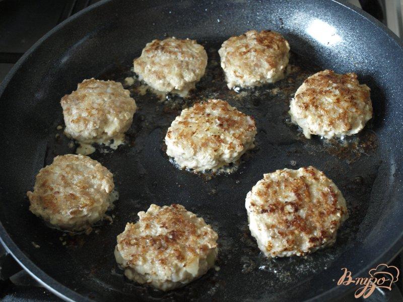 Фото приготовление рецепта: Котлеты из индюшиного фарша с кус-кусом шаг №5