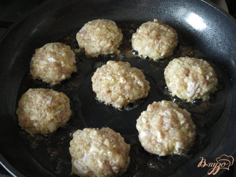 Фото приготовление рецепта: Котлеты из индюшиного фарша с кус-кусом шаг №4