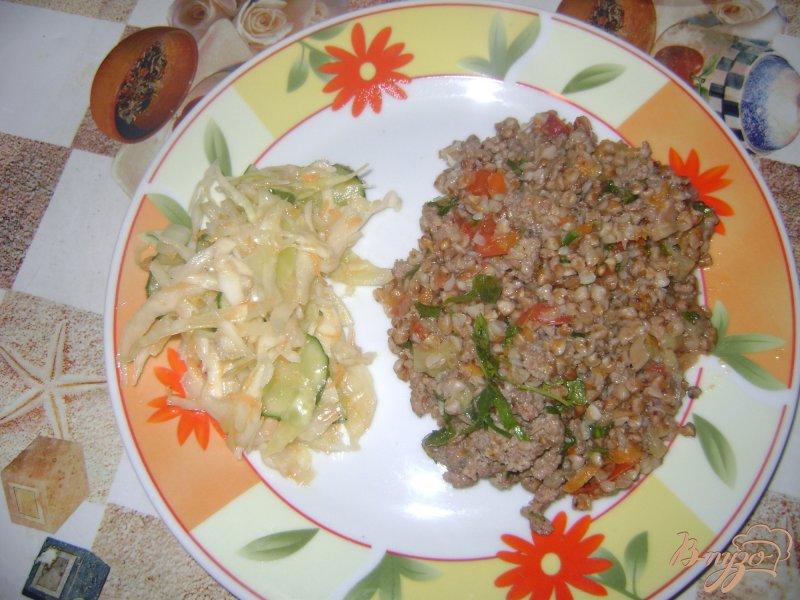Фото приготовление рецепта: Гречка с фаршем и овощами шаг №7
