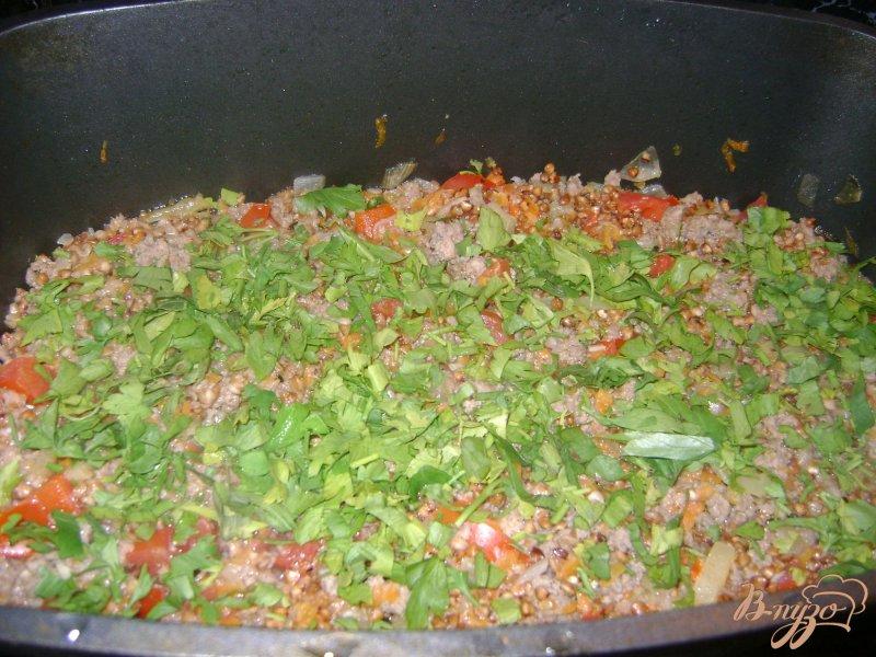 Фото приготовление рецепта: Гречка с фаршем и овощами шаг №6