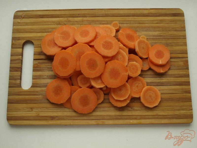 Фото приготовление рецепта: Морковно-ананасовый суп-пюре с карри шаг №2
