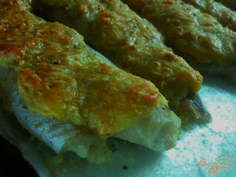 Фото приготовление рецепта: Филе скумбрии под орехово-сырной шапочкой шаг №5