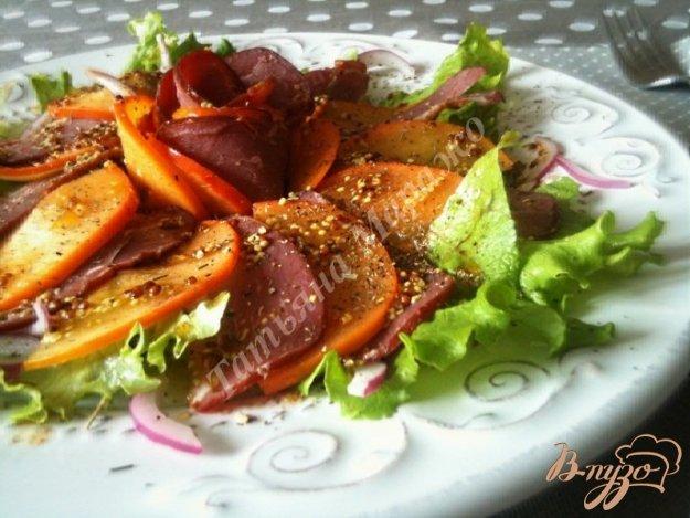 Рецепт Салат из вяленой утиной грудки с хурмой