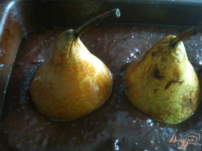 Фото приготовление рецепта: Шоколадный кекс с грушами шаг №5