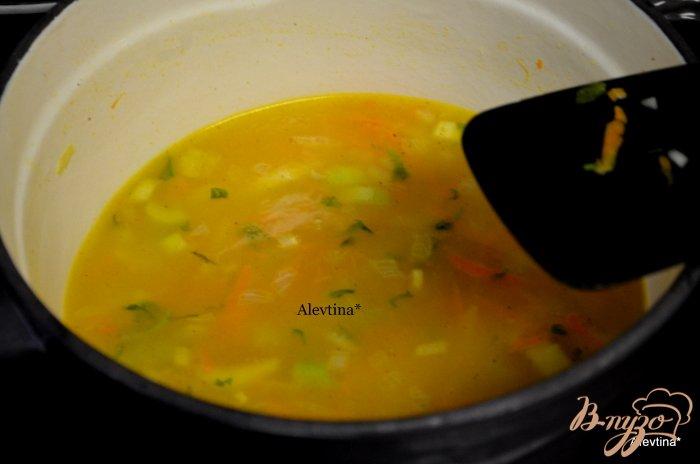 Фото приготовление рецепта: Тыквенный суп с орехом Пекан и сыром Фета шаг №2