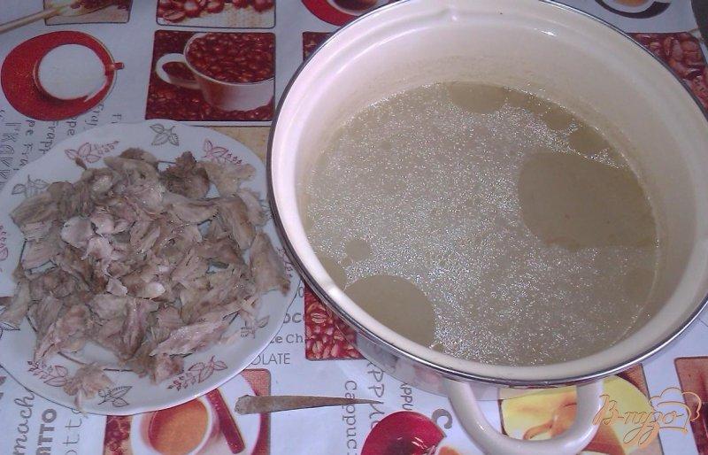 Фото приготовление рецепта: Картофельный суп со свининой и зеленым горошком шаг №3