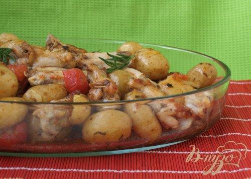 Куриные крылышки запечённые с картофелем и помидорами