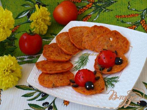 Помидорные оладушки с фетой и маслинами