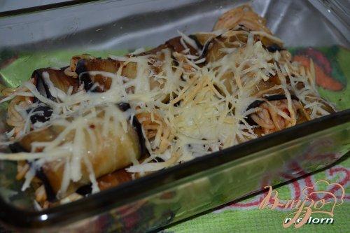 Рулеты из баклажан со спагетти и сыром