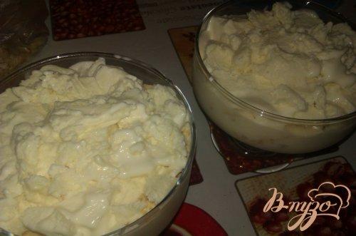 Банановый десерт с мороженым и печеньем