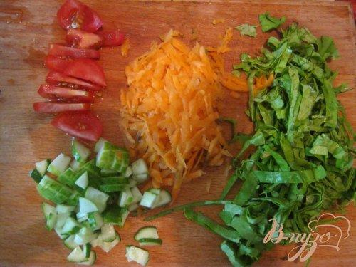 Салат с изюмом и йогуртом