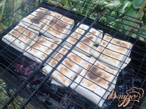 Конвертики из тортильи и сулугуни на мангале