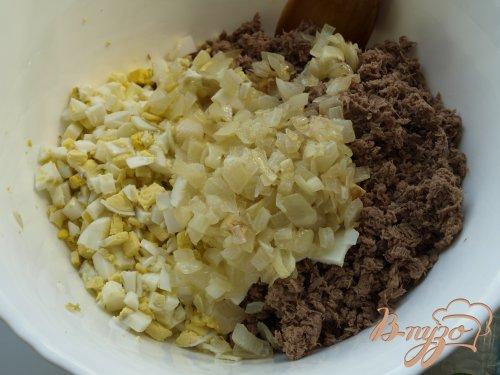 Мясные расстегаи с луком и яйцом