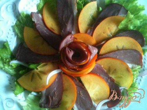 Салат из вяленой утиной грудки с хурмой