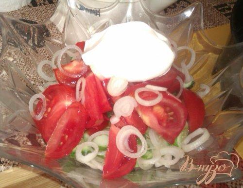 Простой овощной салат со сметаной